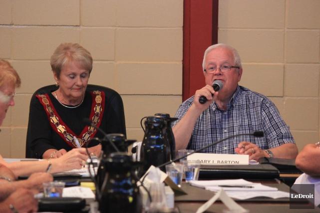 La mairesse de Hawkesbury, Jeanne Charlebois et le... (Martin Brunette, LeDroit)