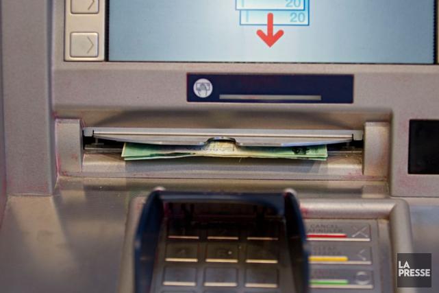 Plusieurs des grandes banques canadiennes augmentent les frais qu'ils imposent... (Photothèque La Presse)