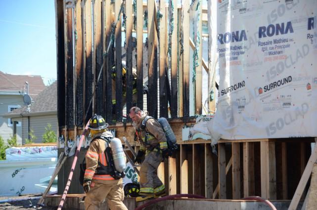 La SQ enquête sur un incendie suspect survenu... (Photo collaboration spéciale Éric Beaupré)