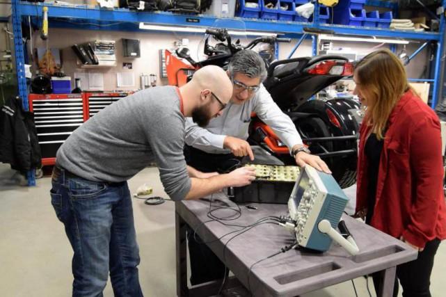 Le professeur João Pedro Trovão travaille avec deux... (Photo fournie par l'Université de Sherbrooke)
