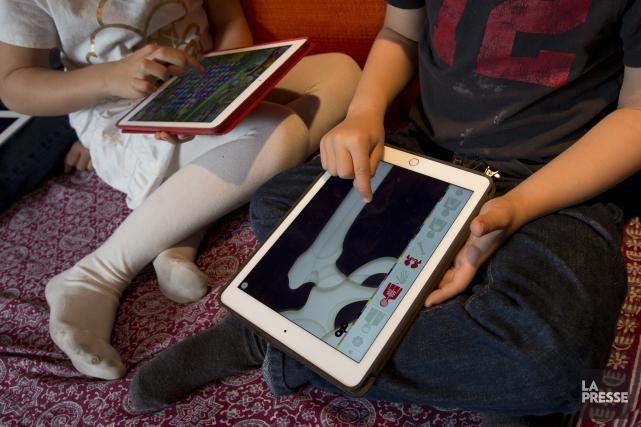 Près du tiers des enfants canadiens d'âge scolaire manquent de sommeil et la... (Archives La Presse)