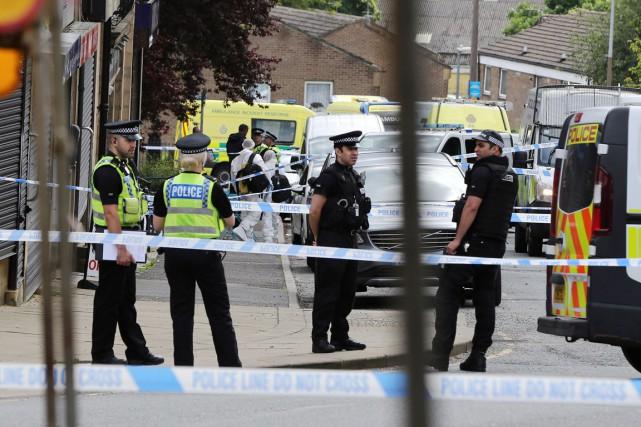 «La police a été alertée à 12h53 pour... (PHOTO Nigel Roddis, PA/AP)