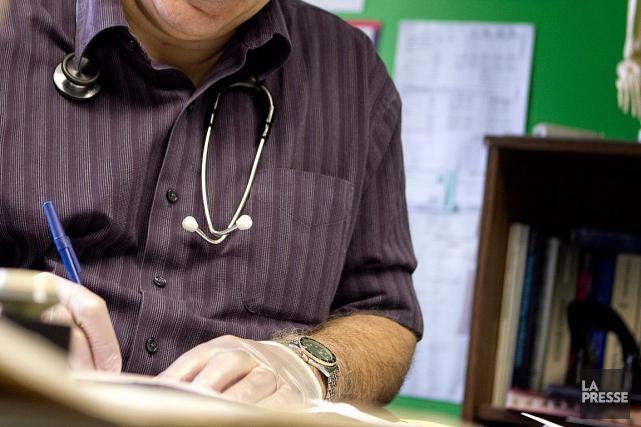 Quelque 213000Québécois de plus ont un médecin de... (PHOTO MARCO CAMPANOZZI, ARCHIVES LA PRESSE)
