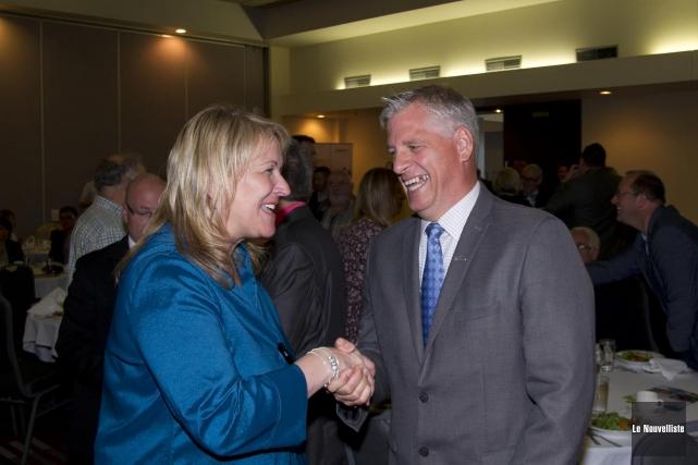 La vice-première ministre Lise Thériault en compagnie du... (Photo: Sylvain Mayer Le Nouvelliste)