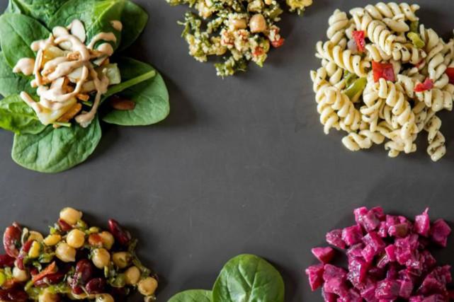Certaines salades préparées vendues en épicerie contiennent davantage... (PHOTO MARCO CAMPANOZZI, LA PRESSE)