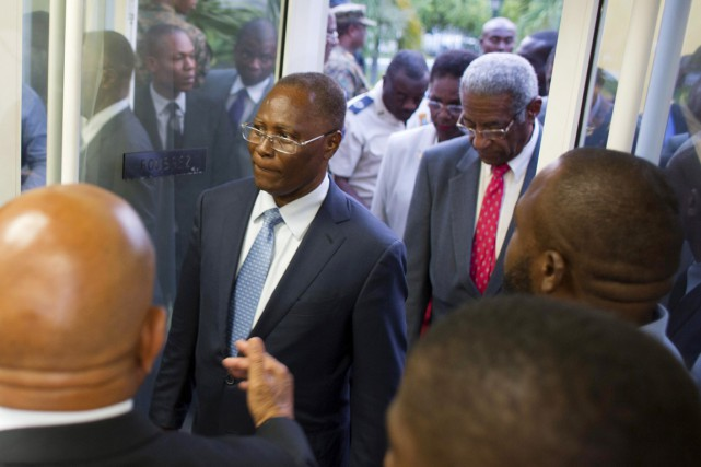 Jocelerme Privert (au centre) avait été élu président... (PHOTO Dieu Nalio Chery, ARCHIVES AP)