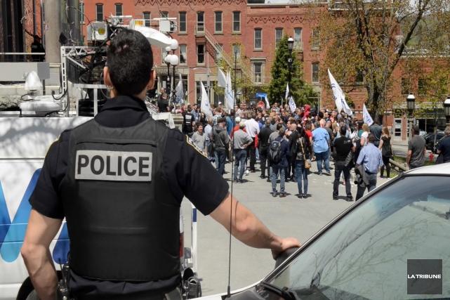 La manifestation qui a rassemblé une centaine de... (Archives, La Tribune)