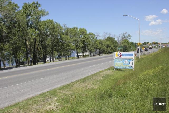 L'entrée de ville de Rockland se transforme en... (Martin Brunette, LeDroit)