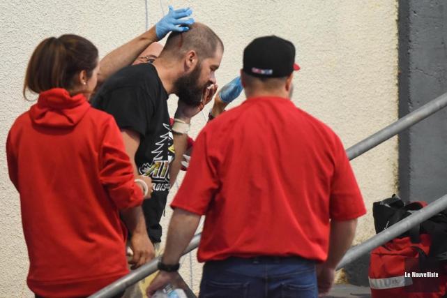 Un caméraman a dû être transporté à l'hôpital... (François Gervais, Le Nouvelliste)