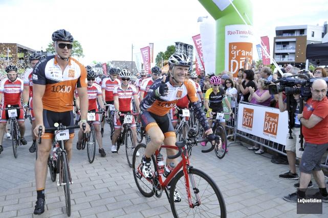 Pierre Lavoie, lors du départ du Grand défi,... (Photo Le Quotidien, Rocket Lavoie)