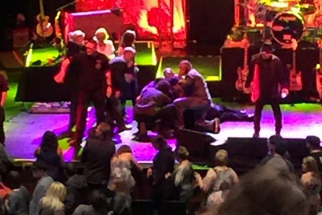 Le chanteur rock Meat Loaf s'est effondré sur scène, jeudi soir, vers la fin du... (PHOTO TIRÉE DE wtvr.com)