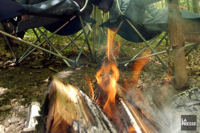 L'interdiction de faire des feux est maintenue en... (Photo Patrick Sanfaçon, La Presse)