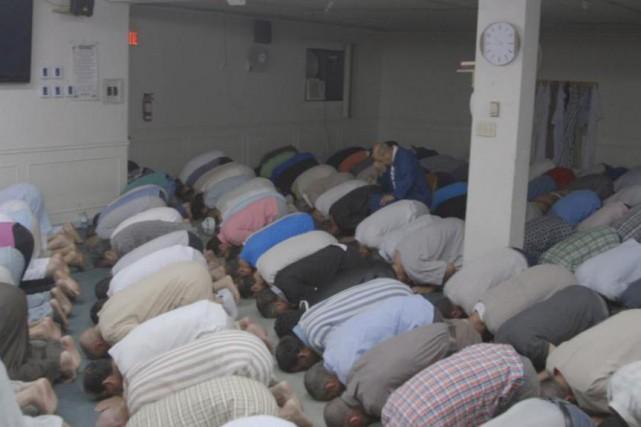 Dans le documentaire «Ramadan P.Q.», le journaliste Hugo... (IMAGE TIRÉE D'UNE VIDÉO, LA PRESSE)