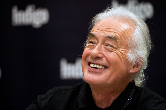 Jimmy Page a adroitement réussi à éviter les... (PHOTO ARCHIVES LA PRESSE CANADIENNE)