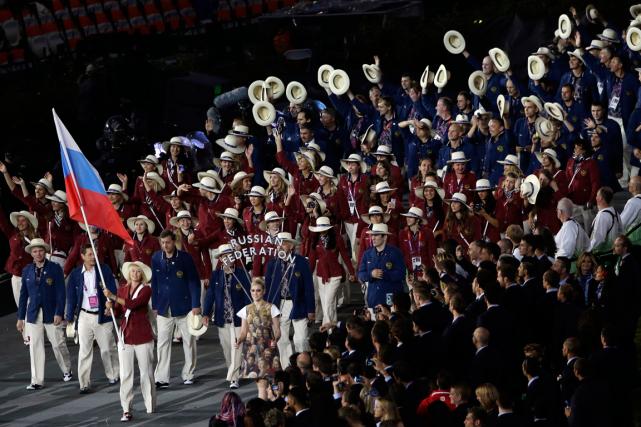 Les athlètes russes lors de la cérémonie d'ouverture... (Archives AP, Paul Sancya)