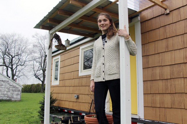 Sarah Hastings et sa tiny house à Hadley,... (PHOTO AP)