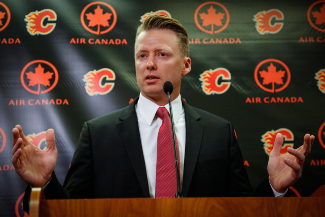 Glen Gulutzan succède à Bob Hartley à la barre... (Photo Jeff McIntosh, PC)
