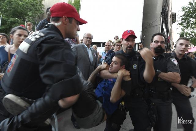ÉDITORIAL / L'agression contre le premier ministre Philippe Couillard lors... (La Presse, Bernard Breault)