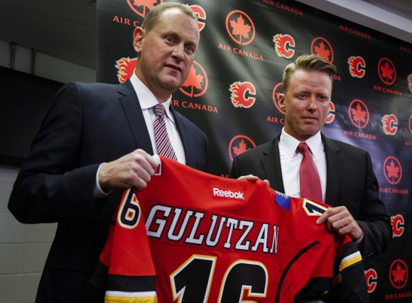 Le directeur général des Flames, Brad Treliving, a... (Jeff McIntosh, La Presse Canadienne)