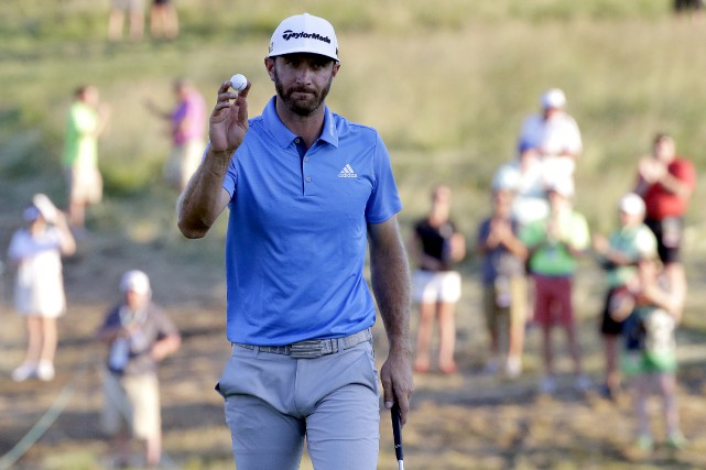 Dustin Johnson a complété un marathon de 36 trous,... (The Associated Press)