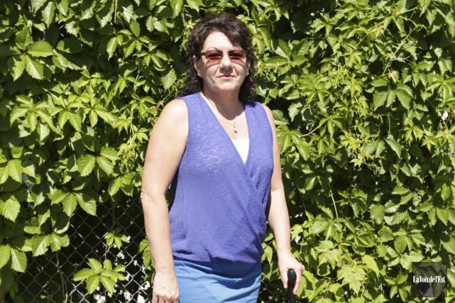 Josée Auclaire est exaspérée. L'opération qu'elle devait subir... (Catherine Trudeau, La Voix de l'Est)