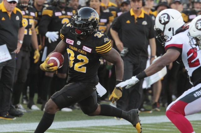Les Tiger-Cats se sont amusés à domicile face... (Dave Chidley, La Presse Canadienne)