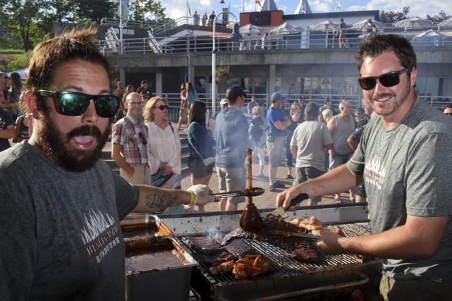 Aaron Montgomery et Matt Jenkins, du Blazin BBQ... (François Gervais)