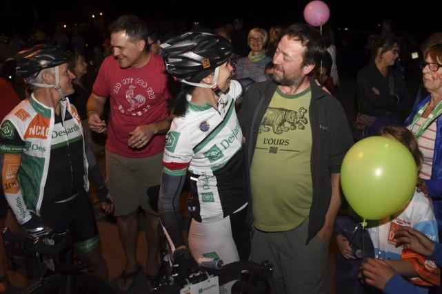 Les cyclistes ont été accueillis en grand par... (François Gervais)