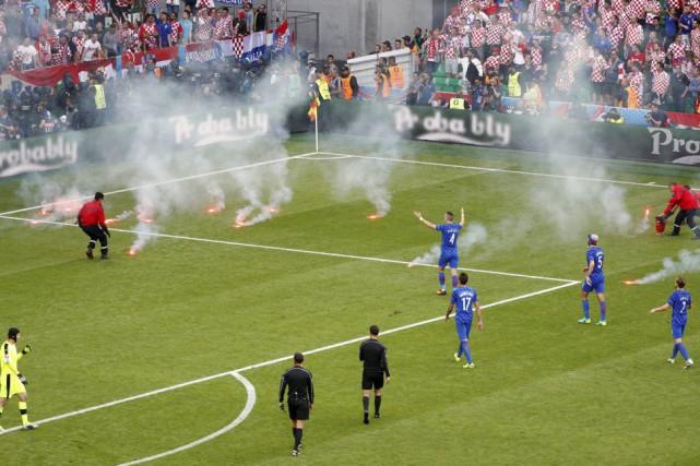 Le match République tchèque-Croatie a été interrompu vendredialors... (PHOTO MAX ROSSI, REUTERS)