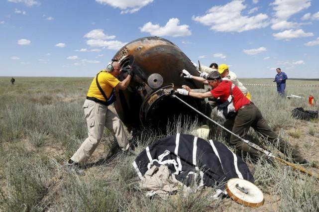 Les trois astronautesont atterri dans les steppes du... (PHOTO SHAMIL ZHUMATOV, REUTERS)