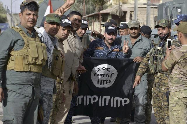 Les forces irakiennes célébraient vendredi leur percée à... (AP)