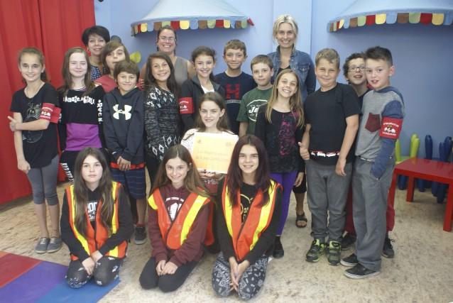 Impliqués dans leur école, les Anges-Gardiens de l'école... (Photo Le Progrès-dimanche, Mélissa Viau)