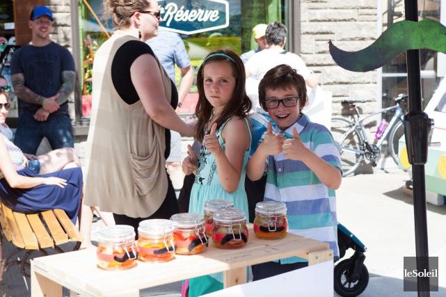 Ces jeunes entrepreneurs avaient installé leur petit commerce... (Le Soleil, Caroline Grégoire)