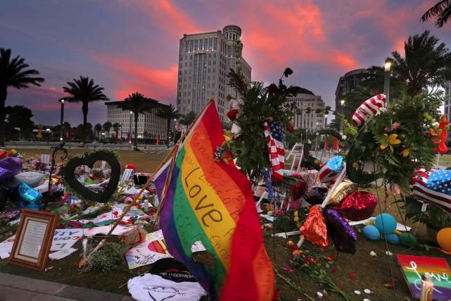 De nombreuses personnes ont défilé dans les rues d'Orlando, en Floride, samedi,... (AP, Stephen M. Dowell/Orlando Sentinel)