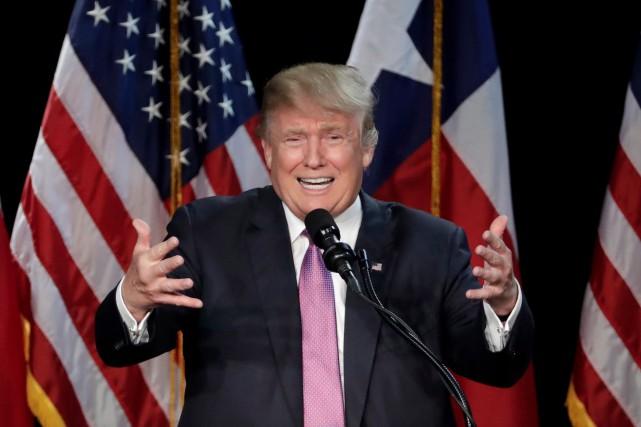 Donald Trump fulminait samedi contre certains républicains qui tentent de lui... (AP, David J. Phillip)