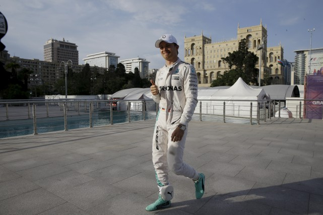 Nico Rosberg (Mercedes) a décroché la pole position... (Associated Press)