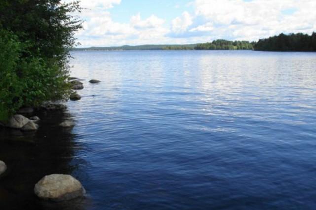 Le lac Siamozero... (Photo tirée de Wikipédia)