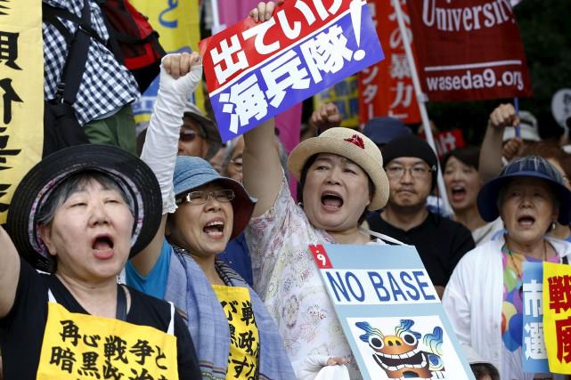 65 000 Japonais ont manifesté dimanche pour dénoncer... (AP, Shizuo Kambayashi)