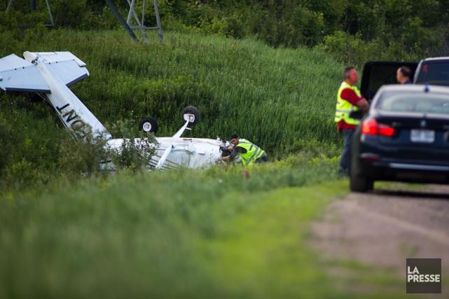 Un avion de type Cessna a fait une embardée sur l'autoroute 40 en direction est... (Olivier Croteau)