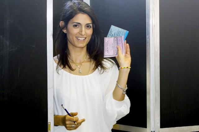 La nouvelle mairesse de Rome, Virginia Raggi, à... (AP, Fabio Frustaci)