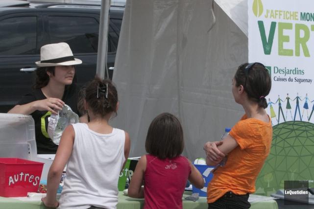 Les visiteurs ont été nombreux au festival Saint-Honoré... (Photo Le Quotidien, Michel Tremblay)