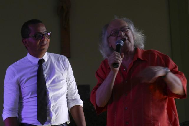 Raôul Duguay a rejoint Gregory Charles sur scène... (Fournie par François Marcotte)