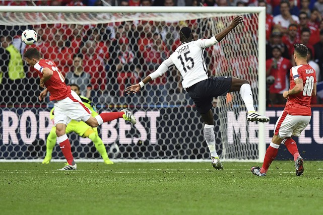 Le milieu de terrain des Bleus, Paul Pogba,... (AFP, Franck Fife)