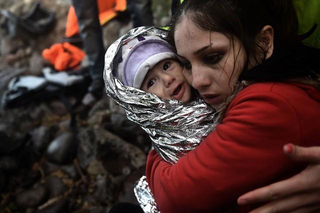 Parmi les 65,3 millions de déracinés dans le... (PHOTO ARIS MESSINIS, ARCHIVES AFP)