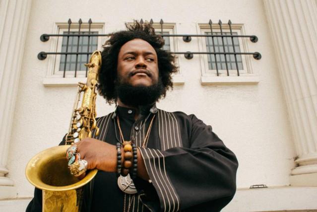 Le saxophoniste Kamasi Washington s'abreuve dehip-hop, de R&B... (PHOTO FOURNIE PAR L'ARTISTE)