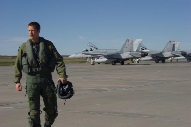 Le capitaine Denis Beaulieu, originaire de Sherbrooke, fait... (Photo fournie par les Forces armées canadiennes)