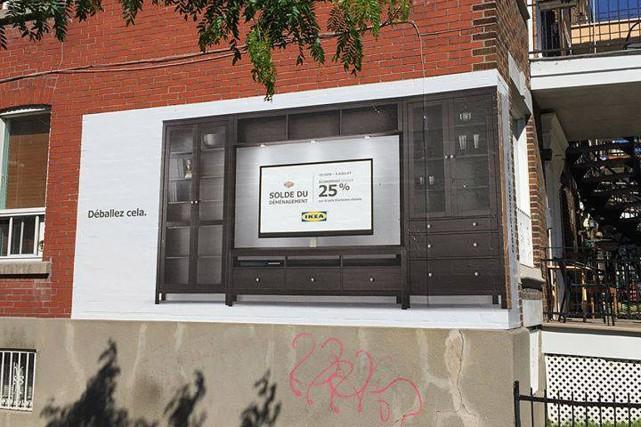 Une immense affiche avait été disposée sur le... (PHOTO TIRÉE DE FACEBOOK)