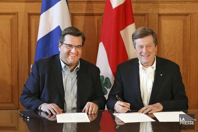 Denis Coderre et John Tory, maires de Montréal... (PHOTO ROBERT SKINNER, ARCHIVES LA PRESSE)