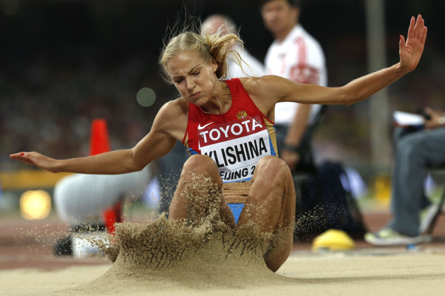 La Russe Dariya Klishina s'entraîne à la prestigieuse... (Photo Adrian Dennis, archives AFP)