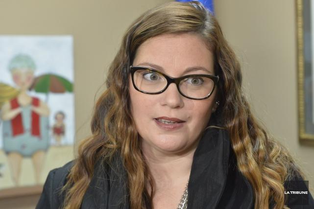 La députée Karine Vallières... (Archives La Tribune)